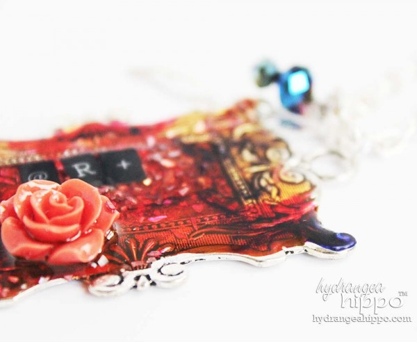 Ice-resin-art-pendant-necklace-detail1