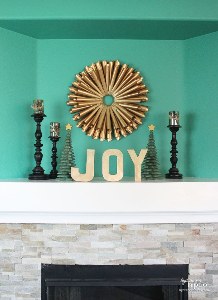 Gold Glitter Book Page Wreath by Jennifer Priest for Hydrangea Hippo with Krylon Spray Paint 2