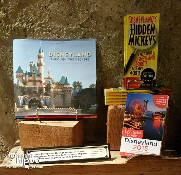2014-12 2015 Disneyland Guide Review by Hydrangea Hippo - On Par with Disney Books