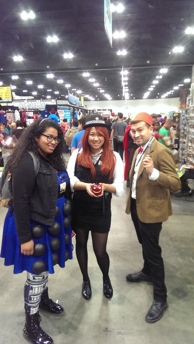 Dr, Who cosplayers, the 11th Doctor and Amy, pose with Katie in her Dalek Dress