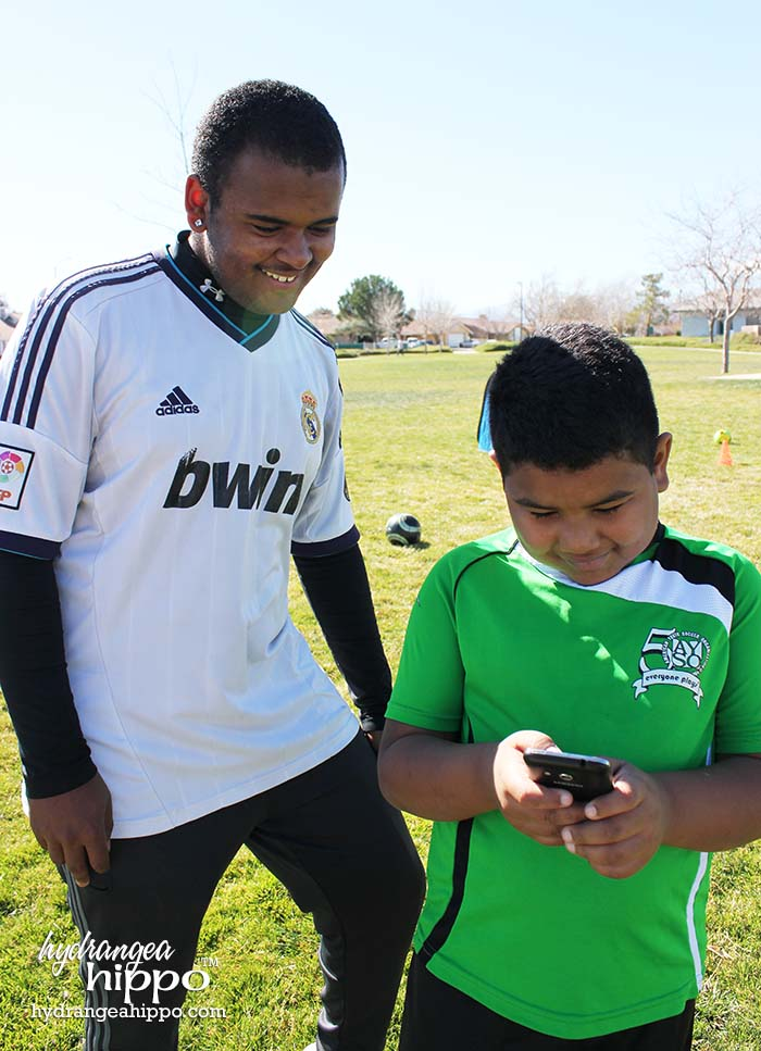 Use TMobile Simply Prepaid plan phones like the Samsung Galaxy Avant to Stay Connected with the Kids at Soccer Practice