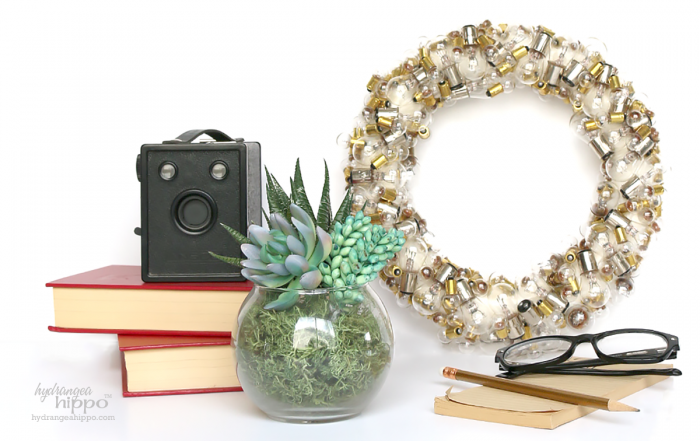 Light-Bulb-Wreath-Jennifer-Priest-hydrangeahippo