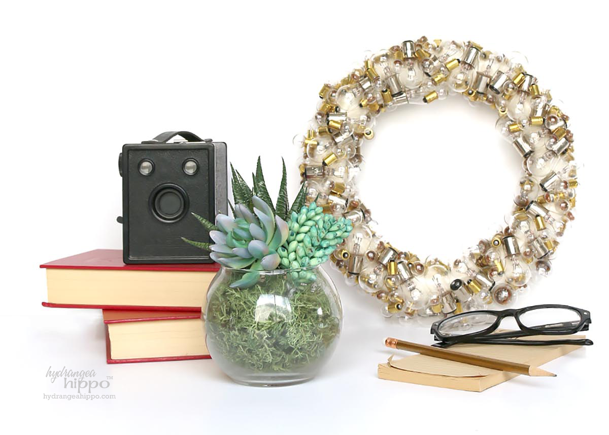 Vintage Light Bulb Upcycling Wreath - Thrift Store Upcycle
